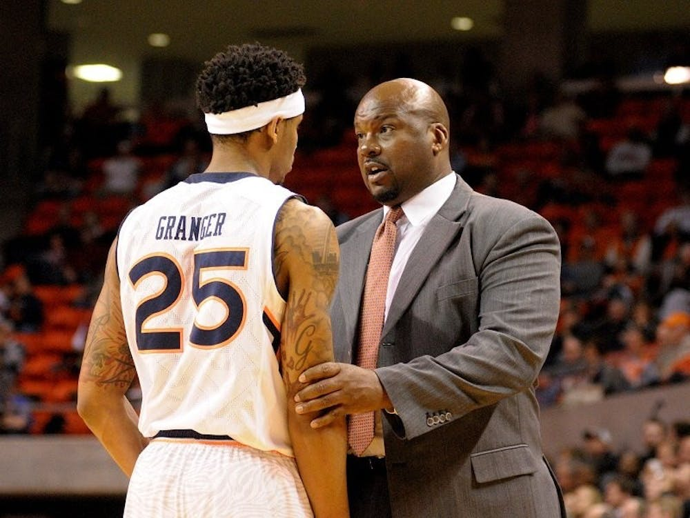 Former Auburn basketball assistant Chuck Person to plead guilty to federal bribery case