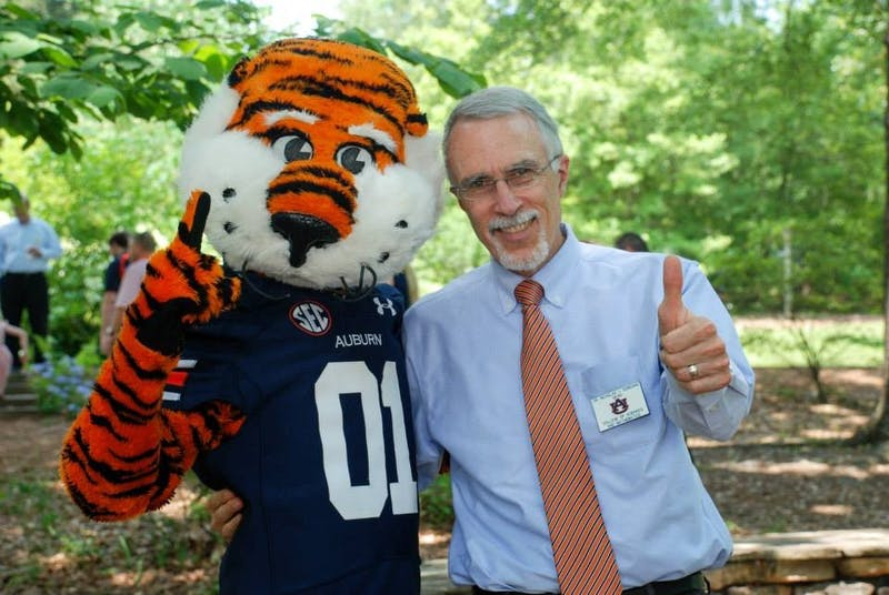 COSAM Dean Nicholas Giordano gives a thumbs-up with Aubie.