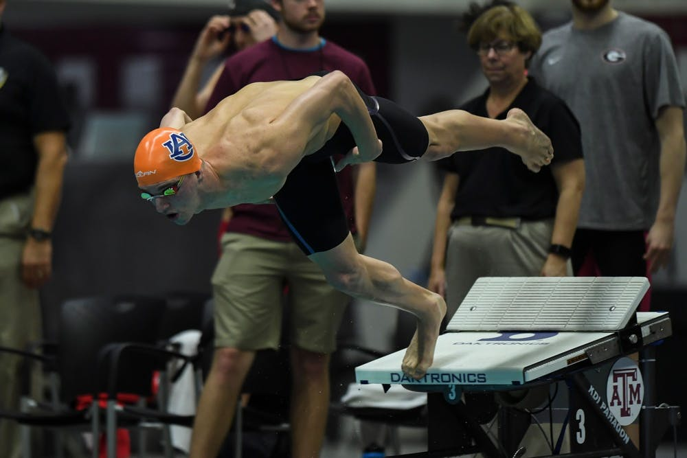 Zach Apple and Team USA win gold in 4x100m freestyle relay