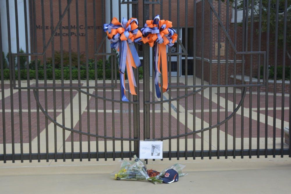Notable alumni, sports figures offer tributes, condolences for Pat Dye