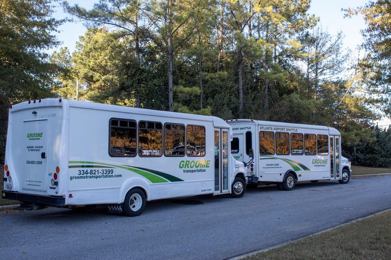 Groome Transportation runs both 10–14 passenger vans and 21–25 passenger buses.