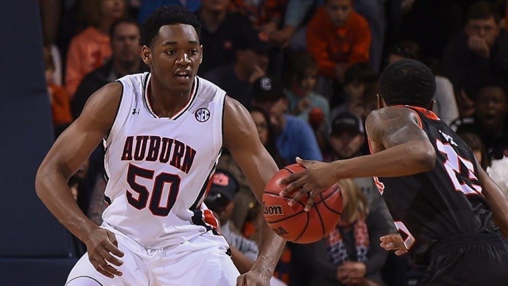 Auburn basketball's Austin Wiley, Samir Doughty out for exhibition, 'doubtful' for season opener