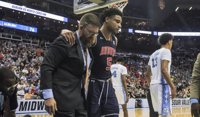 Chuma Okeke (5) is helped off the court during Auburn basketball vs. North Carolina in the Midwest Region semifinal of the 2019 NCAA Tournament on March 29, 2019, in Kansas City, Mo. Photo courtesy Lauren Talkington / The Glomerata.
