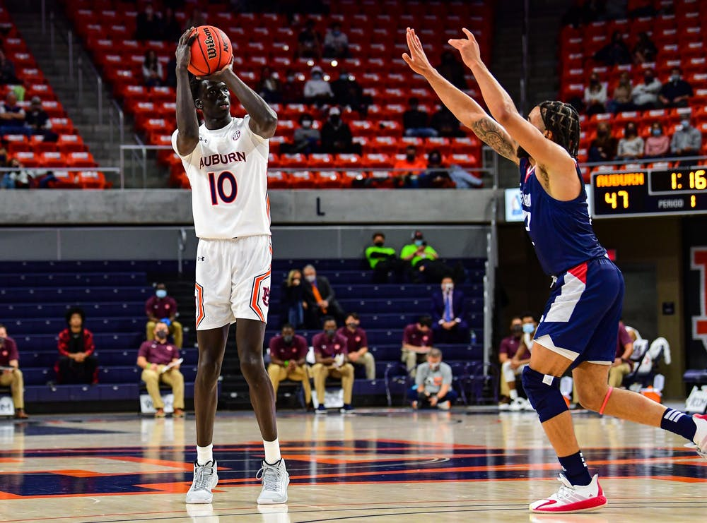Auburn wins home opener, ties SEC 3-pointer record against South Alabama