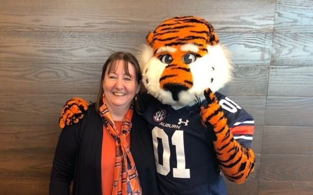 Meet Dee: Twitter handle mishap inducts new fan to Auburn Family