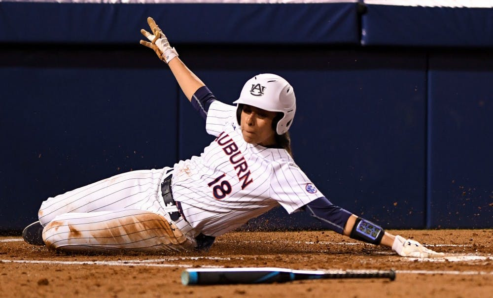 Auburn softball splits Saturday doubleheader against Drake, Texas Tech