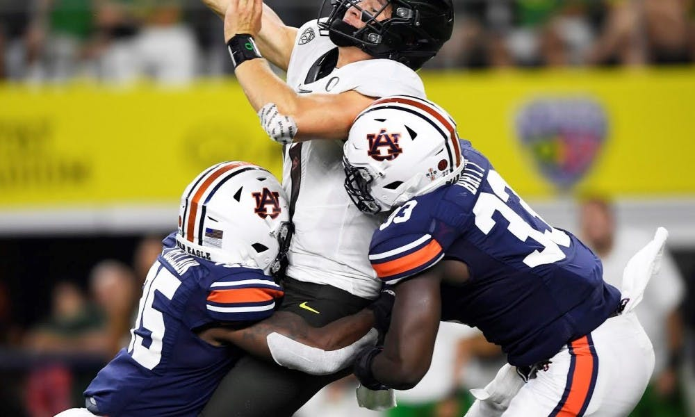 Auburn defense adjusts, comes up big down the stretch in win over Oregon