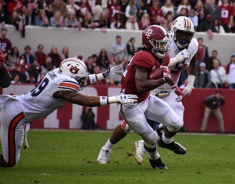 Najee Harris (22) avoids a tackle from Darrell Williams (49) during Auburn football vs. Alabama on Nov. 24, 2018, in Tuscaloosa, Ala.