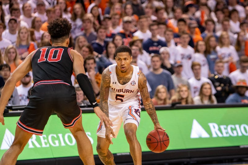 J'Von McCormick (5) looks to pass the ball during Auburn Men's Basketball vs. Georgia, on Saturday, Jan. 11, 2019, in Auburn, Ala.