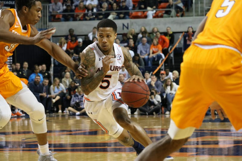 J'Von McCormick (5) during the Auburn Men's Basketball vs. Tennessee game on Saturday, Feb. 22, in Auburn, Ala.