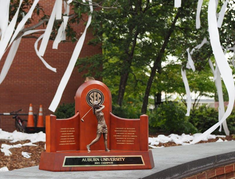 GALLERY: Auburn women's golf celebrates 2021 SEC Championship at Toomer's Corner | 4.18.21