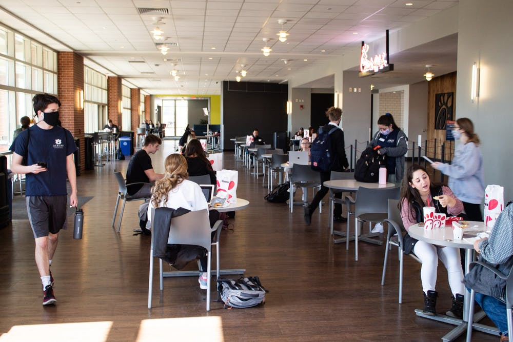 Long waits, delayed openings plagued dining on campus