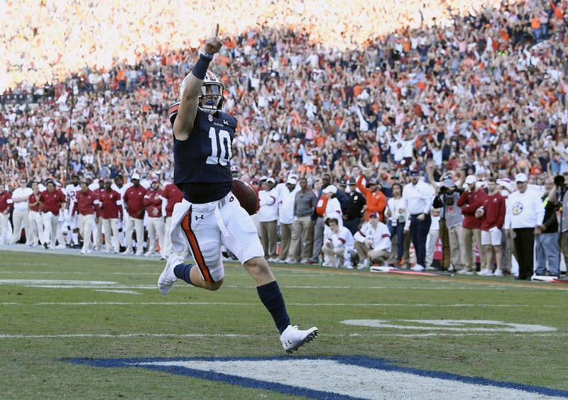 Bo Nix (10) scores in the first half.