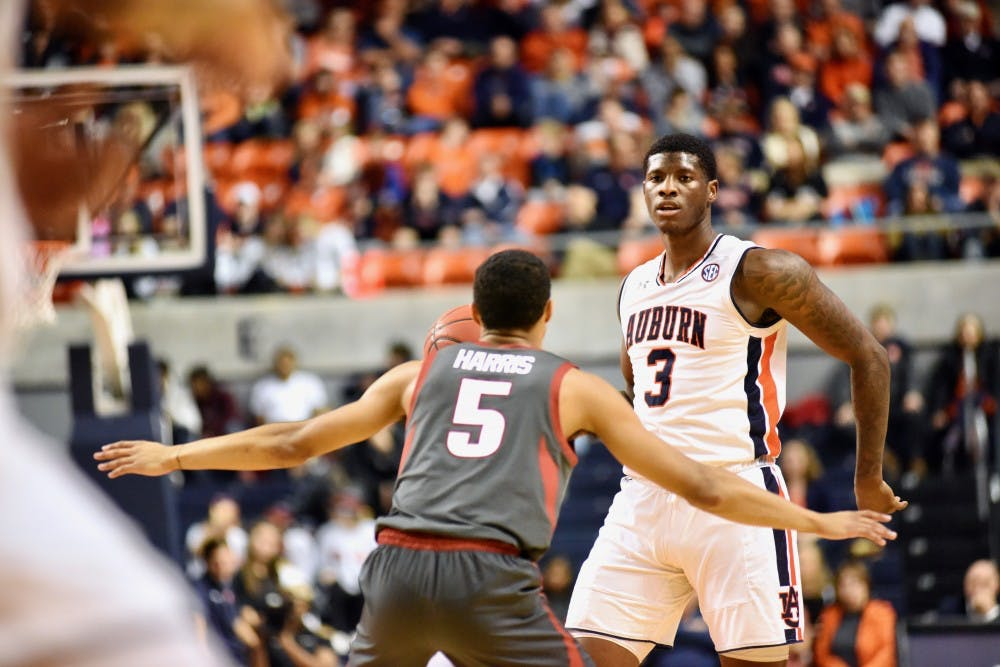 Auburn basketball's returning players stepping up, newcomers making impressions