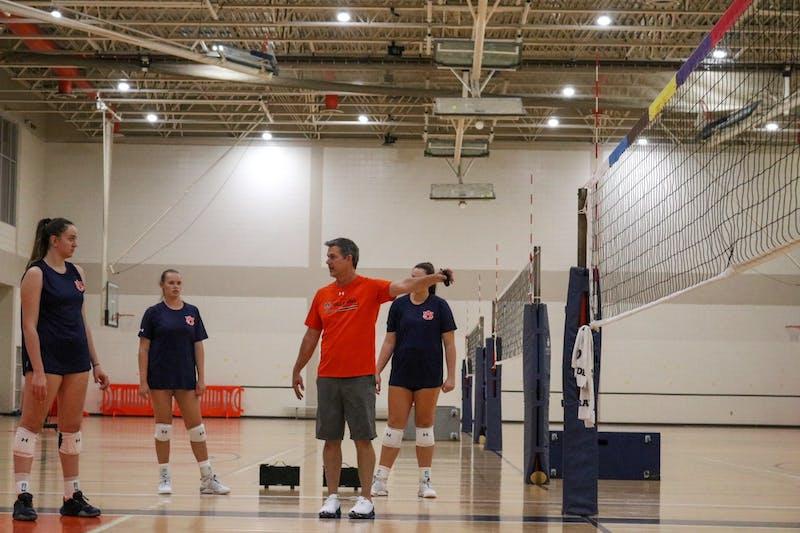 Auburn volleyball at practice. Photo via: Tucker Cleverdon/Auburn Athletics.