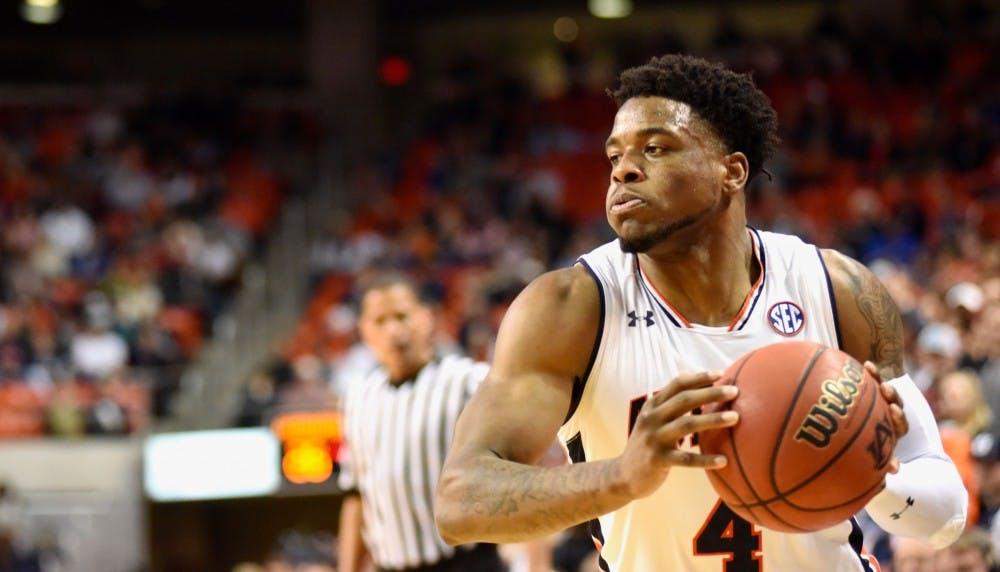 Malik Dunbar productive for Auburn in first start of season