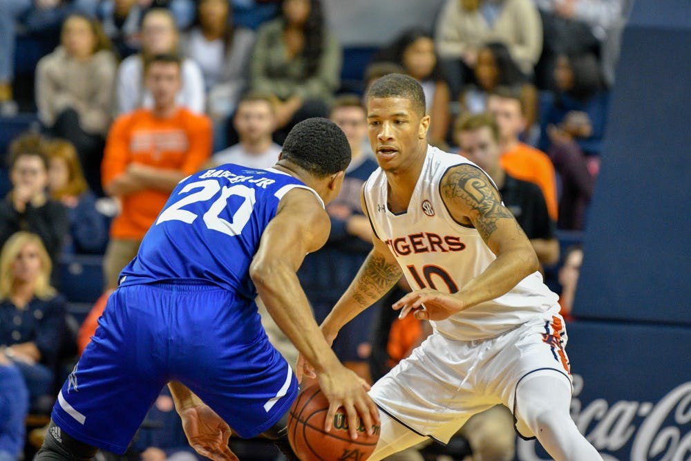 No. 8 Auburn struggles offensively, defense carries the load in sluggish 67-41 win