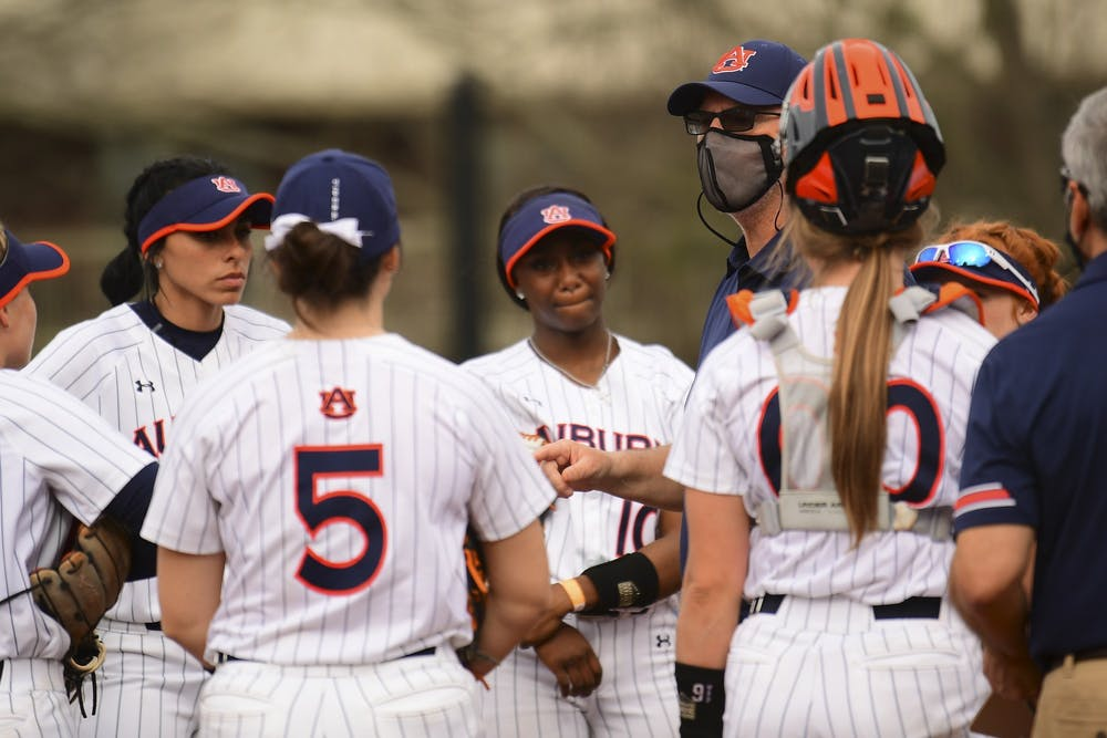Mickey Dean earns career victory No. 600 with 3-1 win over Ole Miss