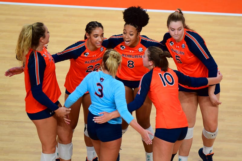 Nov 19, 2020; Auburn, AL, USA; Auburn volleyball players huddle during the volleyball match against Tennessee at Auburn Arena. Mandatory Credit: Shanna Lockwood/AU Athletics