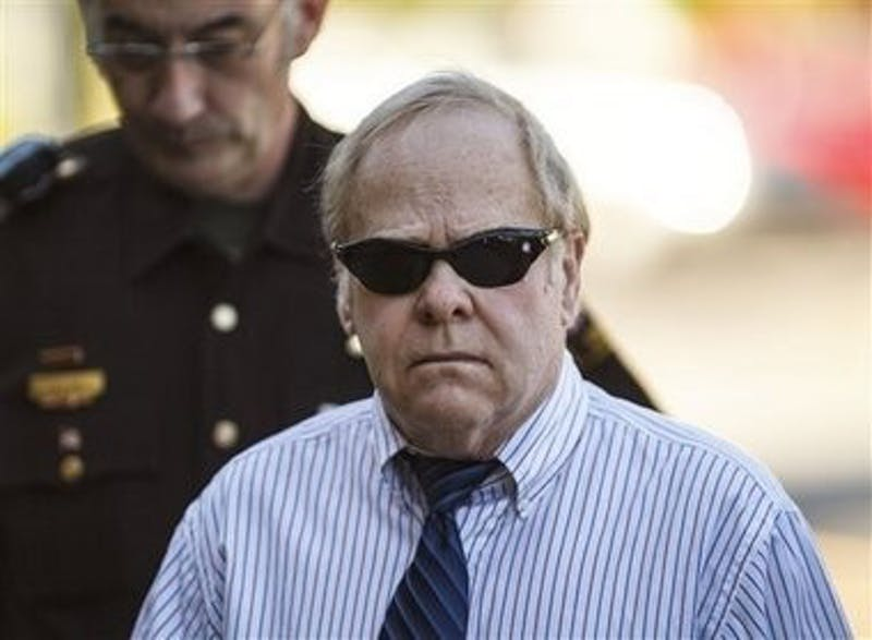 Harvey Updyke walking to the Lee County courthouse June 20. (Courtesy of Vasha Hunt, Opelika-Auburn News)