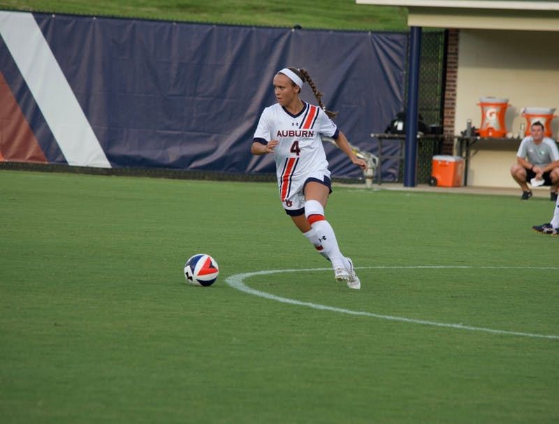 Bri Folds (4) looks for teammates upfield while running with the ball during North Dakota vs. Auburn Soccer on Sunday, Aug. 27, 2017 in Auburn, Ala.