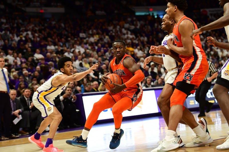 Jared Harper (1) drives to the basket during Auburn basketball vs. No. 21 LSU on Feb. 9, 2019, in Baton Rouge, La.