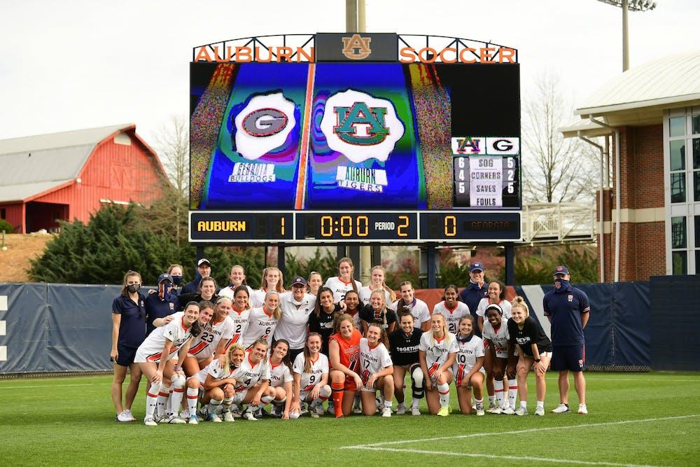 Auburn defeats Georgia for Hoppa's 250th win