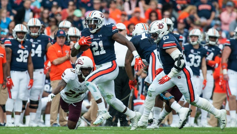 Kerryon Johnson (21) runs the ball in the first half. Auburn vs ULM on Saturday, Nov. 18 in Auburn, Ala.