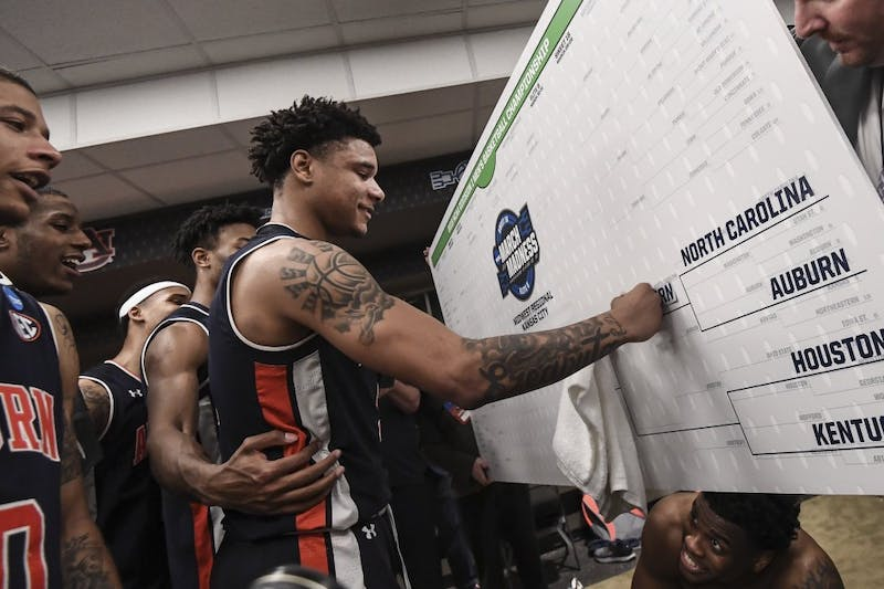 Chuma Okeke (5) places Auburn's name in the Elite Eight. Wade Rackley / Auburn Athletics.