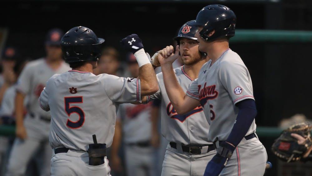 Auburn puts up 15 runs in series opening win against Missouri
