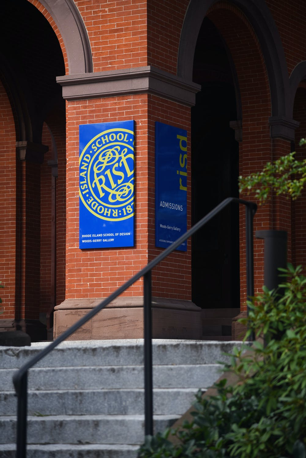 <p>Obstacles that deter Brown and RISD students from cross-registration include differing academic calendars, lack of space in classes, prerequisites and associated supply costs.</p>