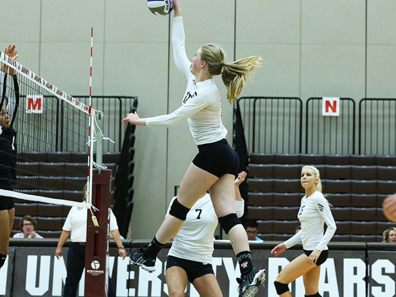 Flax_Volleyball_CO-Brown-Bears