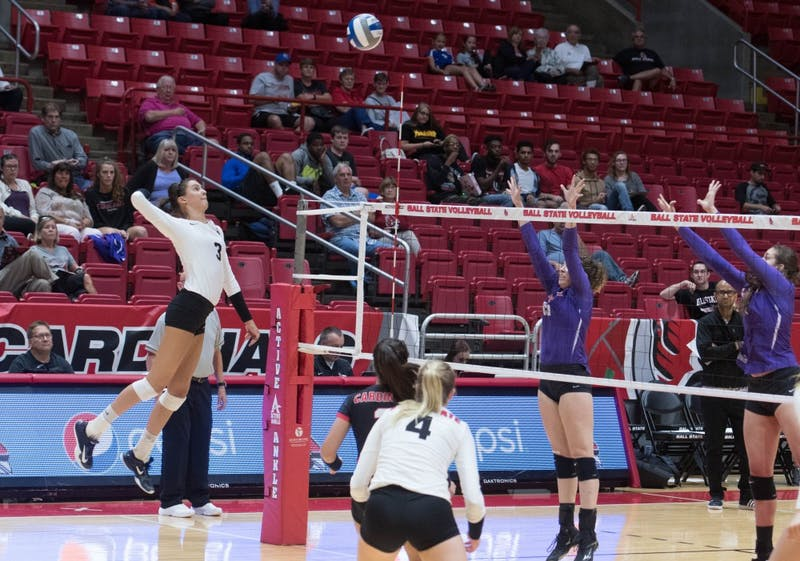 Women's volleyball rallies for five-set victory over Duquense