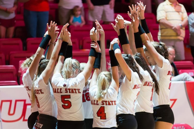 Women's volleyball defeats Indiana State in straight sets