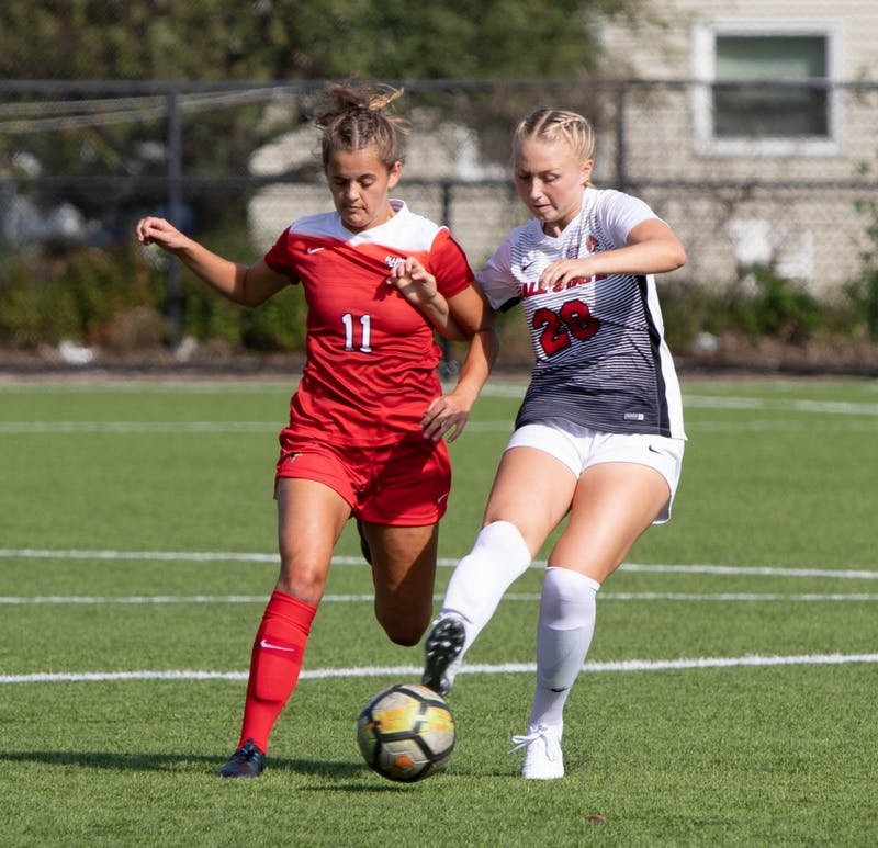 Sophomore defender Grace Alsop keeps ahold of the ball Aug. 28, at Briner Sports Complex. Ball State Soccer defeated lllinois State, 1-0. Rebecca Slezak, DN