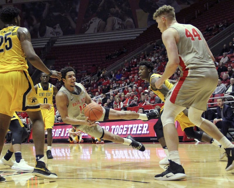 Ball State sophomore forward Zach Gunn tosses the ball to redshirt freshman center Blake Huggins during the Cardinals' game against Kent State University Feb. 2, 2019 in John E. Worthen Arena. Ball State lost 80 to 83 in overtime. Paige Grider, DN