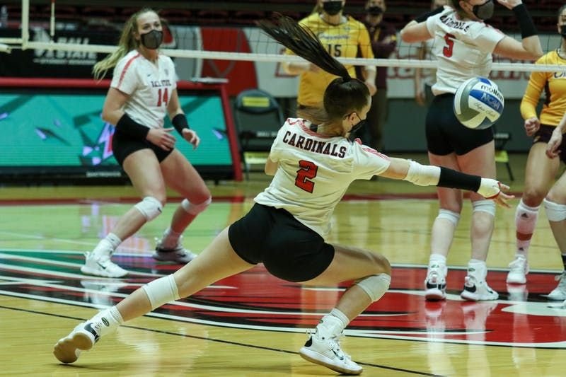 Freshman defensive specialist Kate Vinson saves the ball. The Cardinals fell to the Chippewas 3-1. Gabi Kramer, DN