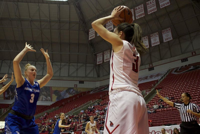 Women's basketball erases 14-point deficit to beat Buffalo, 59-57