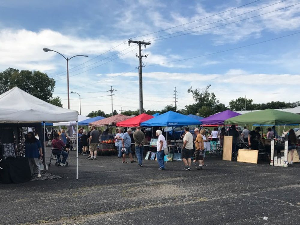 Patrons ascend upon the Muncie Maker's Market Saturday, Sept. 8, 2018 in Muncie, IN. This is the third annual market, which runs through the last Saturday in Oct. Trevor Weldy, DN