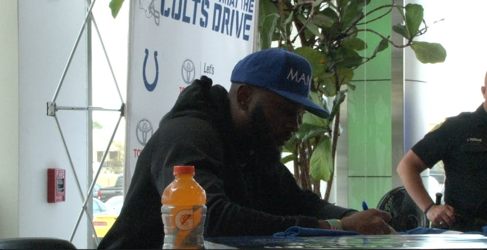 Linebacker Darius Leonard signed autographs for Colts fans at Toyota of Muncie on Tuesday, Oct. 15.