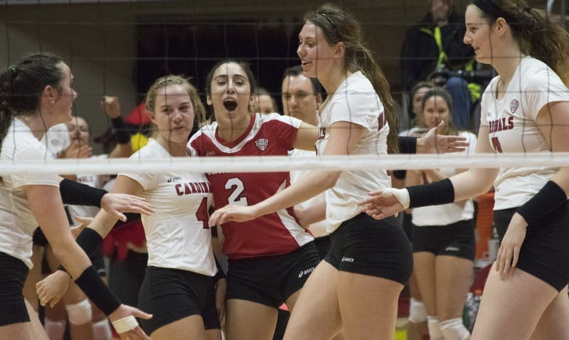 Women's volleyball defeats Navy in straight-sets
