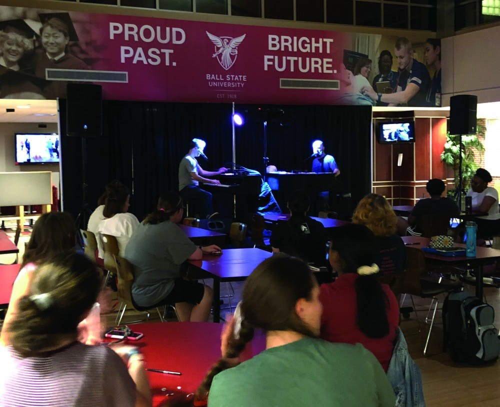 Midwest Dueling Pianos perform rock, pop songs for Ball State student audience
