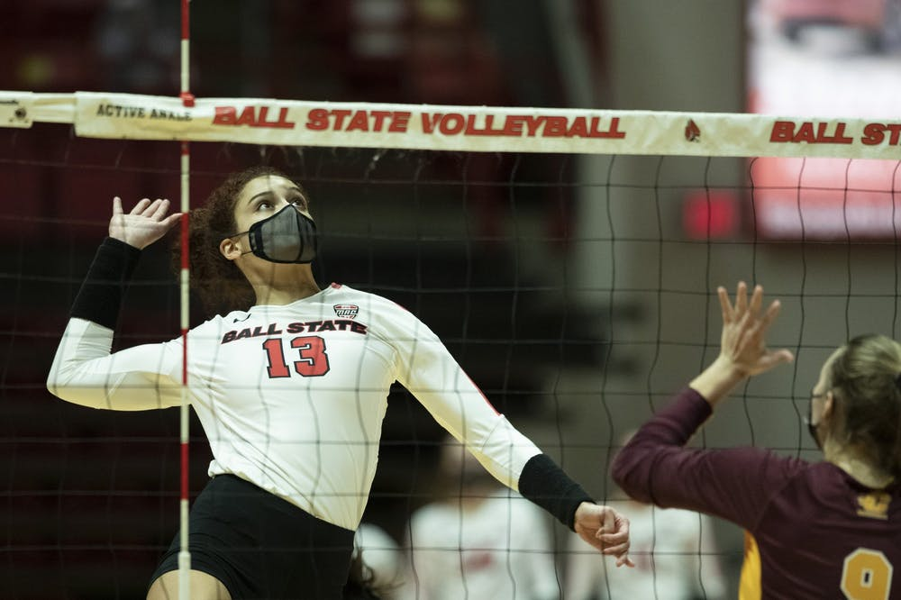 Cardinals remain undefeated after taking down Wright State in 4 sets