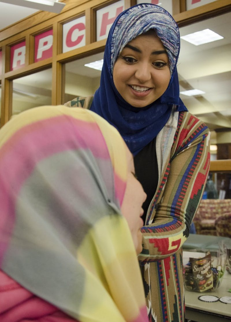 Students give out hijabs for Islamic Awareness Week