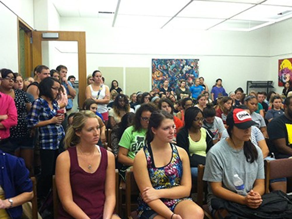 """Students crowd into a room in Bracken Library Thursday for a discussion panel focused on diversity. The event was promoted as """"#americaisbest"""" following tweets by a former Student Government Association president. DN PHOTO RACHEL PODNAR"""
