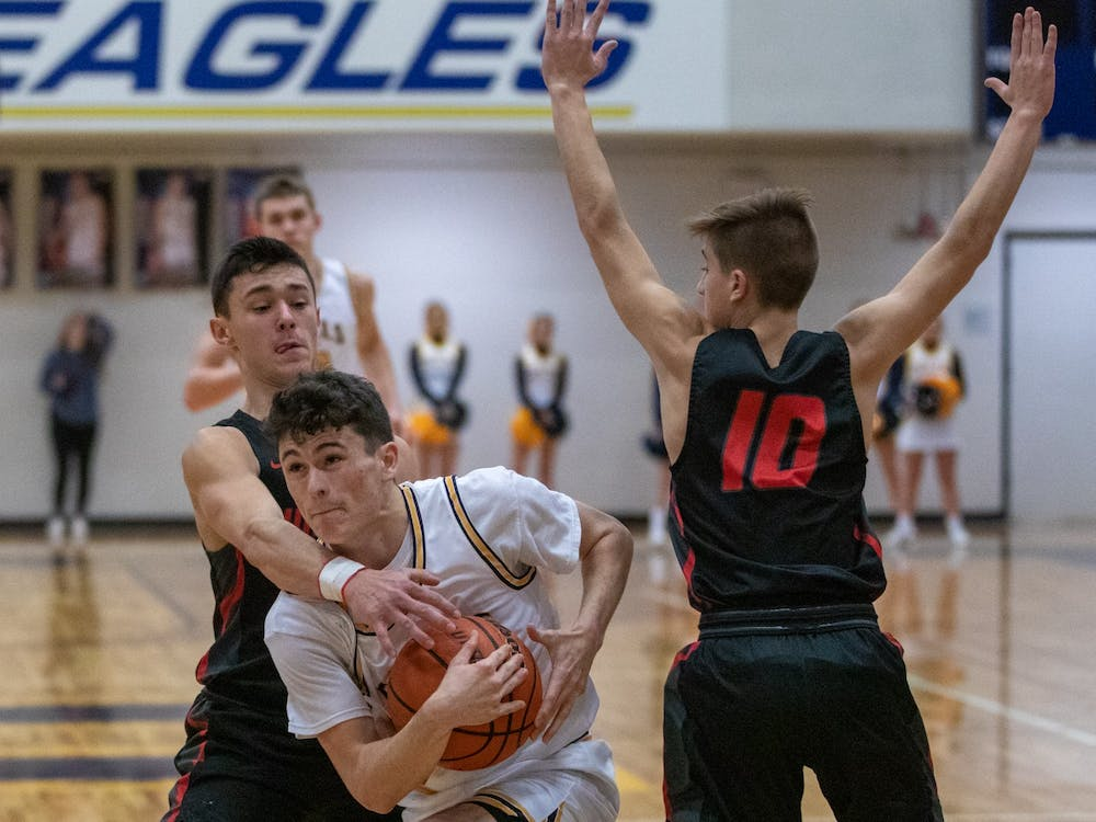 Senior point guard Connor Bedwell takes on a Wapahani player Jan. 31, 2020, at Delta High School. The Eagles beat the Raiders 54-43. Jacob Musselman, DN