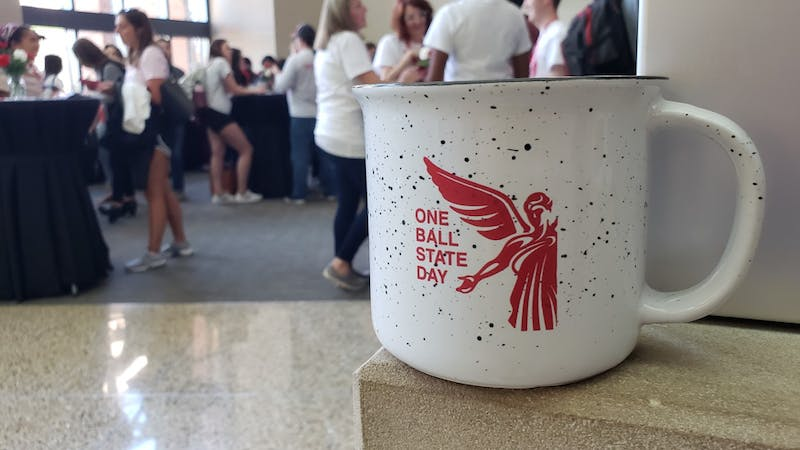 Students who gather in the David Letterman Media and Communications building this afternoon were given free mugs for writing thank you notes to donors as part of One Ball Sate Day April 9, 2019. The inaugural event involved on-campus events, online donations and contests to unlock funds for various causes at Ball State. John Lynch, DN