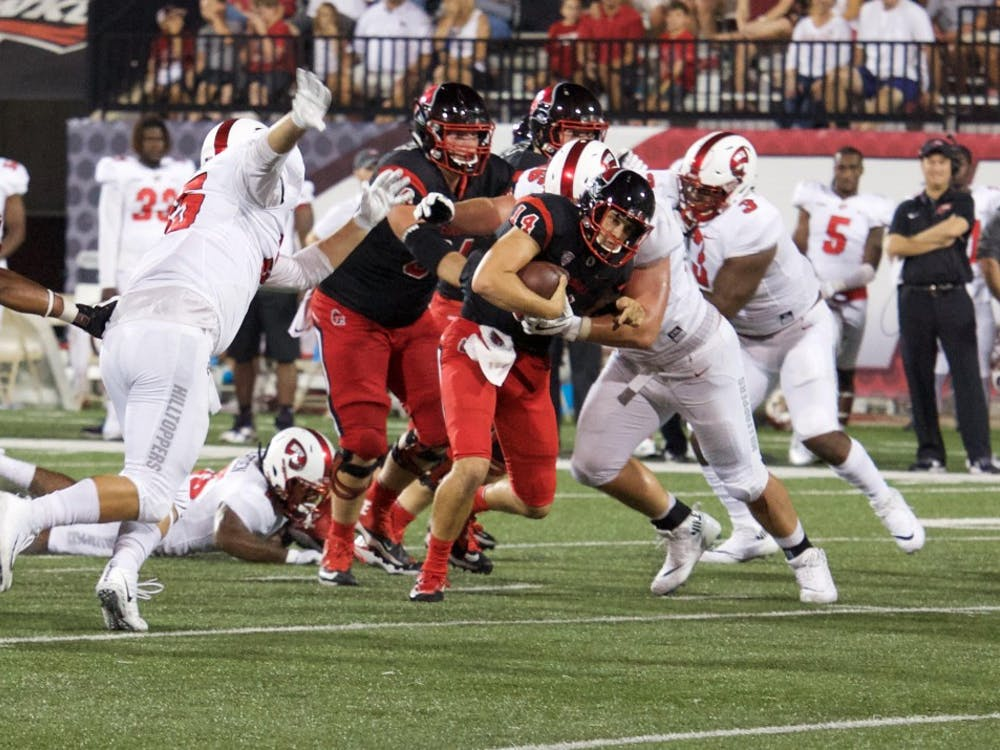 Redshirt sophomore quarter back Jack Milas runs the ball at the game on Sept. 23 against Western Kentucky. The Cardinals lost 21-33. Rebecca Slezak, DN
