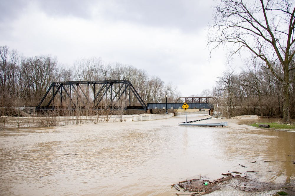 <p>East McCulloch boulevard floods during a day of heavy rain fall April, 4, 2018, in Muncie. The White River began to dam under bridges from debris which cause trails and roads to flood. <strong>Eric Pritchett, DN</strong></p>