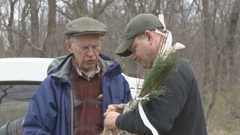Local woodworker gives back on Earth Day weekend